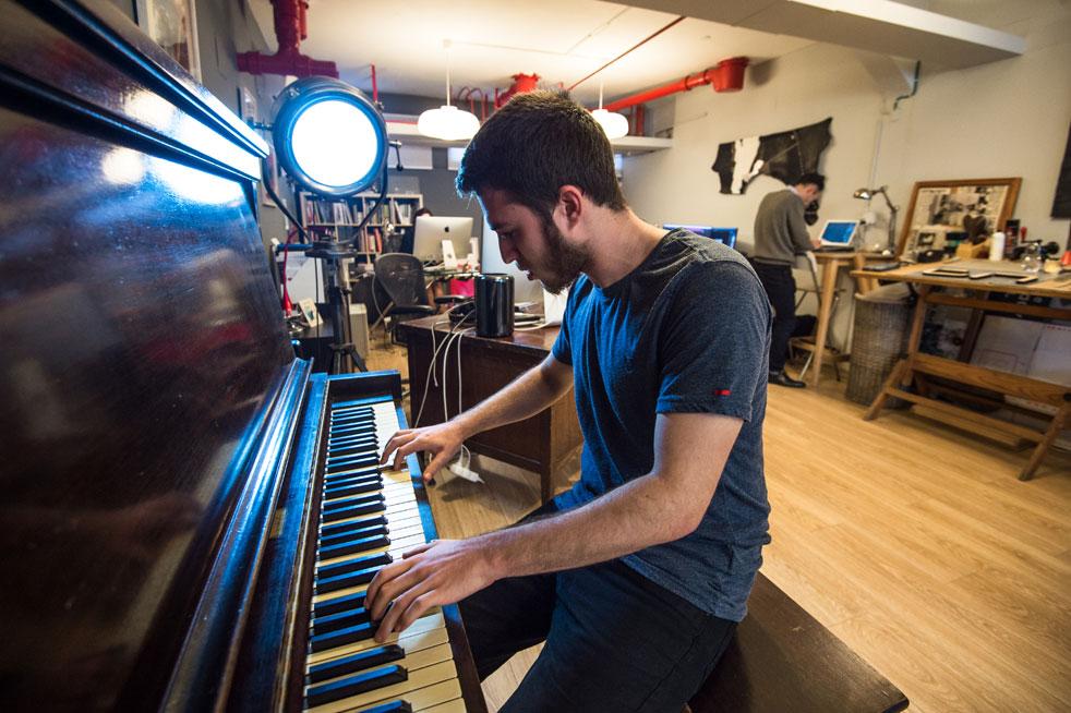 Castronawy_office_piano